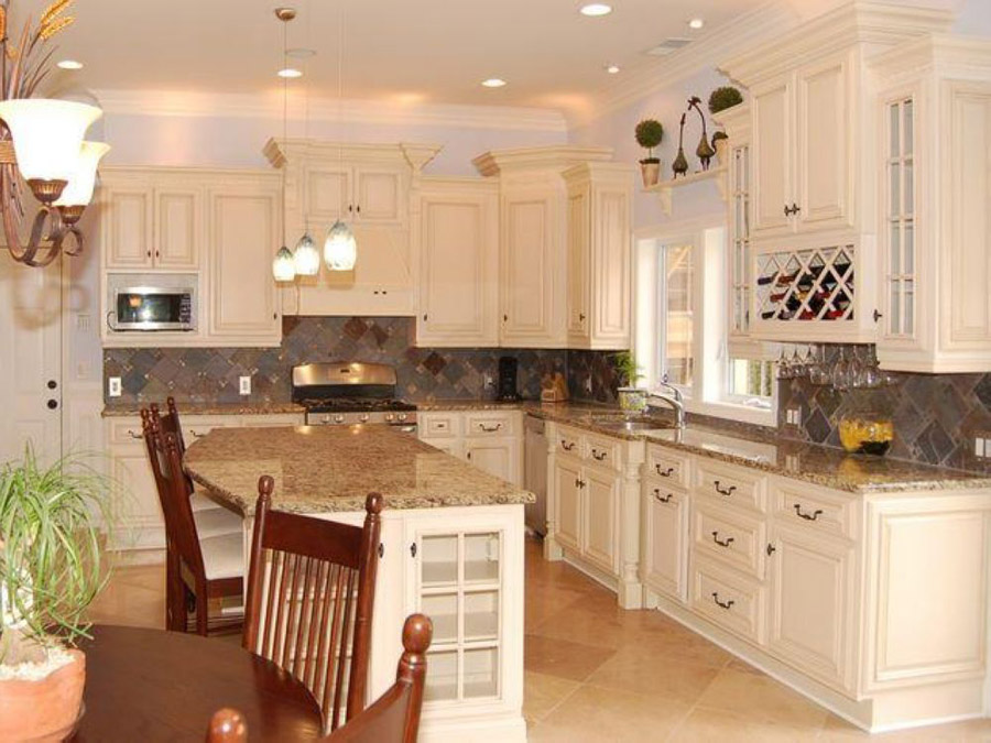 Antique white kitchen cabinets design kitchen cabinets for Old kitchen ideas